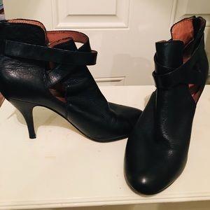 Zipper back black boots